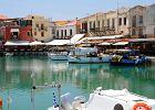 Rethymnon, Kreta, Grecja. Rethymnon to trzecie co do wielko�ci miasto Krety. Poza dziesi�tkami hoteli i piaszczystymi pla�ami znajduje si� tu zachowane w idealnym stanie stare miasto. Obok siebie stoj� tu cerkwie i tureckie meczety, a w�skie uliczki tworz� wci�gaj�cy labirynt.
