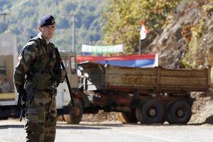 Si�y mi�dzynarodowe demontuj� serbsk� barykad�