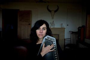 PJ Harvey wyda tomik poezji. Przeczytaj wiersz piosenkarki