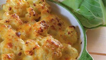 Kalafior zapiekany z sosem serowym