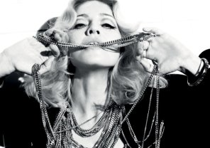 """Madonnie nie podoba się """"Pięćdziesiąt twarzy Greya"""". Królowa popu, słynąca z kontrowersji, przyznała, że powieść E.L. James nie jest podniecająca."""