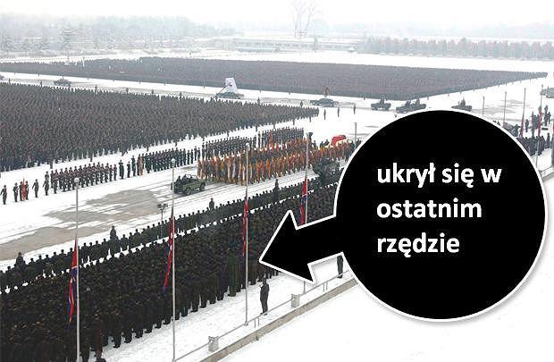 Pogrzeb Kim Dzong Ila. Kto stoi w ostatnim rzędzie?