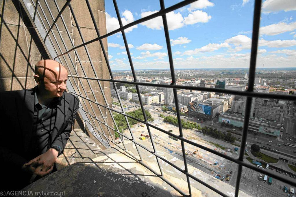 Christian Kerez patrzy z góry na pl. Defilad