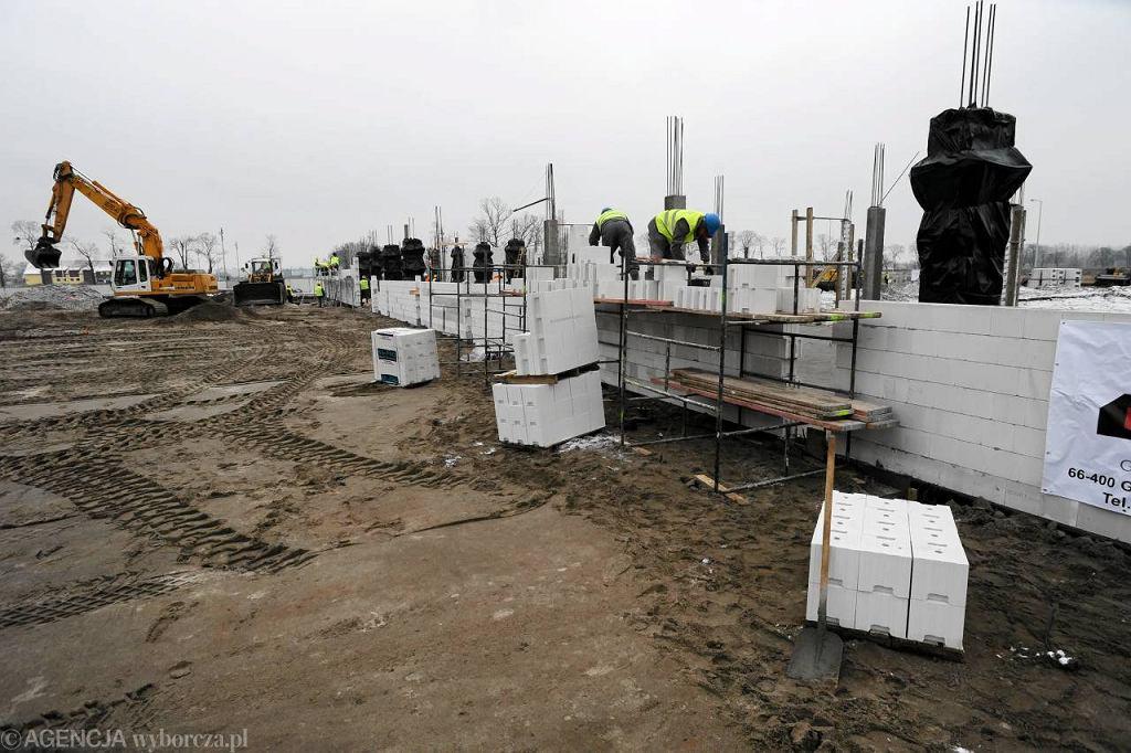 Wmurowanie kamienia w�gielnego pod budow� fabryki firmy IFM Ecolink