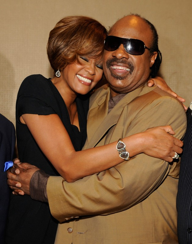BEVERLY HILLS - JULY 23:  (L-R) Singers Whitney Houston and Stevie Wonder during the Whitney Houston
