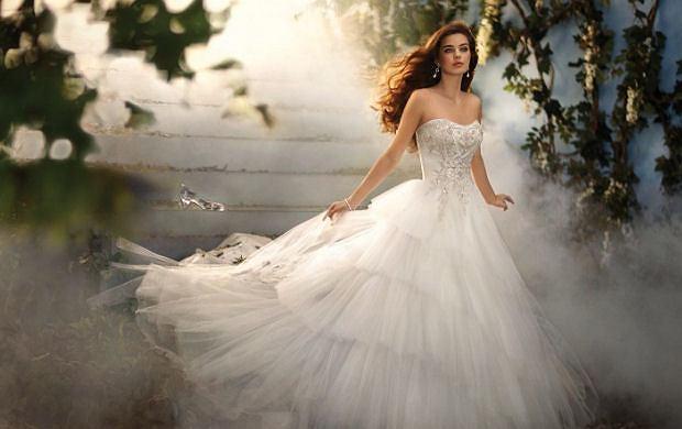 Suknie ślubne inspirowane disneyowskimi filmami - zobaczcie zdjęcia kolekcji!