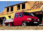 VOLKSWAGEN Transporter T4 TDI syncro, rok produkcji 1996,  widok przedni prawy, samoch�d 4-drzwiowy, kolor czerwony jasny