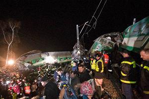 Mija rok od w katastrofy kolejowej, kt�ra wstrz�sn�a Polsk�