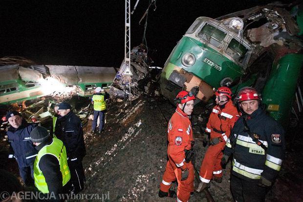 Ratownicy kontynuuj� akcj� w miejscu katastrofy; 49 os�b w szpitalach