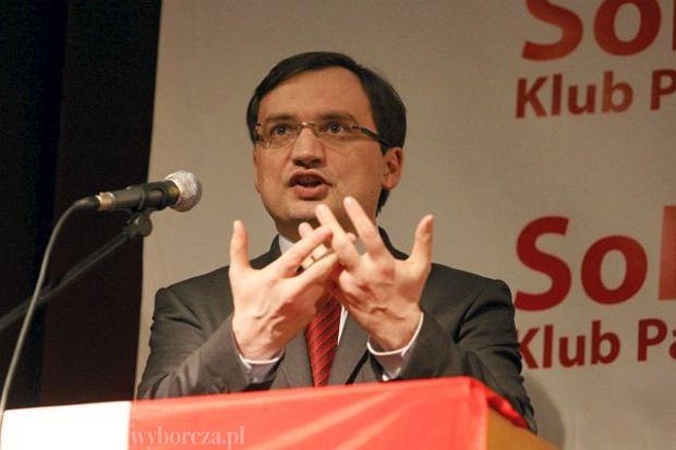 Ziobro pisze list do Kory: 'Niech pani przestanie promowa� narkotyki'