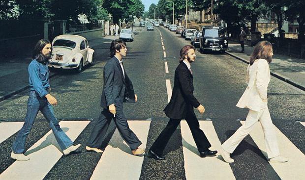 Jeżeli masz bzika na punkcie muzyki i nawet po nagłym wybudzeniu jesteś w stanie bezbłędnie wymienić skład Beatlesów, ten quiz nie powinien sprawić Ci wielu problemów. Wystarczy jedynie połączyć obraz z nazwą kapeli, która się z nim kojarzy. Skoncentruj się i spróbuj rozwiązać wszystkie łamigłówki.