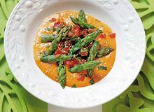 Sałatka ze szparagów i pomidorów w sosie z imbiru i chili - ugotuj