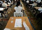 """Nauczyciele plotkują: """"jedna trzecia nie zdała matury"""". CKE: """"nawet nie skończyliśmy sprawdzać prac!"""""""