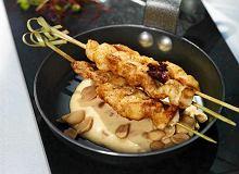 Satay z kurczaka z sosem z orzeszków ziemnych - ugotuj