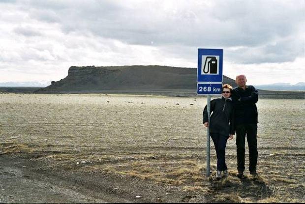 Islandia. Znak ostrzega przed wjazdem do wn�trza wyspy