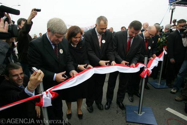 Pi�ciu ministr�w otwiera�o obwodnic� Garwolina