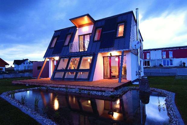 Inteligentne systemy są w domu niewidoczne, za to sprawiają, że mieszka się w nim bezpiecznie i komfortowo