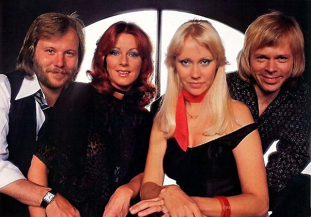 """ABBA to szwedzka grupa pop, utworzona w Sztokholmie w 1972 roku przez Agnetha Fältskog, Björn Ulvaeus, Benny Andersson i Anni-Frid Lyngstad: nazwa grupy pochodzi od pierwszej litery w każdym z ich imion. Ich kariera nabrała tempa po tym jak w 1974 roku z piosenką """"Waterloo"""" wygrali Konkurs Piosenki Eurowizji."""