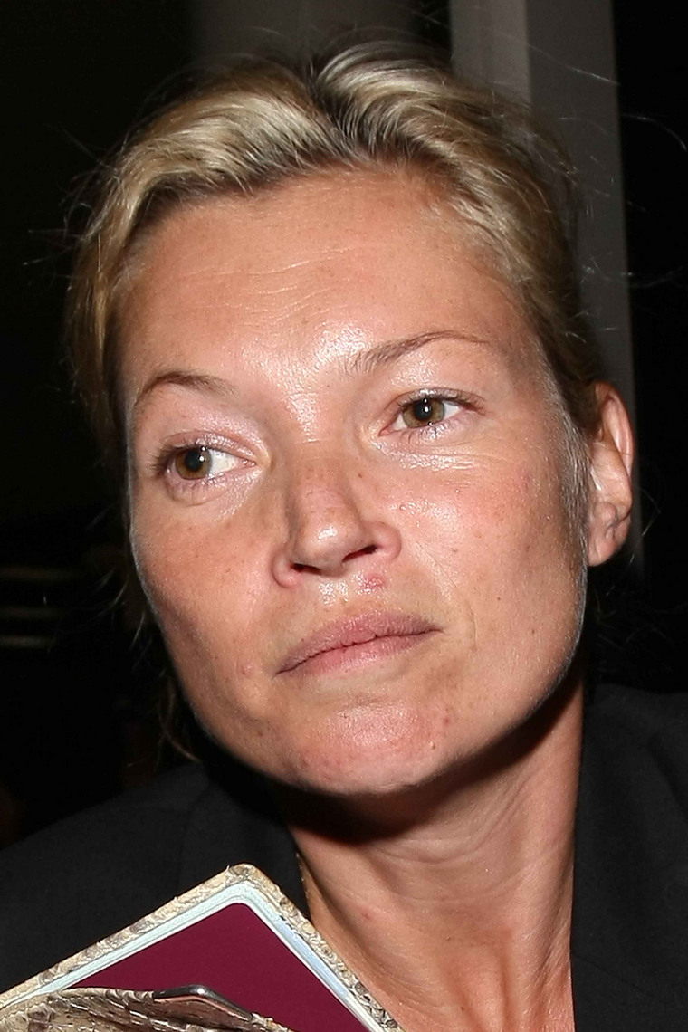 Kate Moss landing at LAX airport. She was travelling with her boyfriend, Jamie Hince.  <P> Pictured: Kate Moss <P> <B>Ref: SPL58553 301008 </B><br> Picture by: Clint Brewer / Splash News </P><P> <B>Splash News and Pictures</B><br> Los Angeles: 310-821-2666<br> New York: 212-619-2666<br> London: 870-934-2666<br> photodesk@splashnews.com<br> </P>