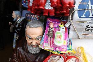 Czy relikwie Ojca Pio powinny spocz�� w z�otej krypcie?