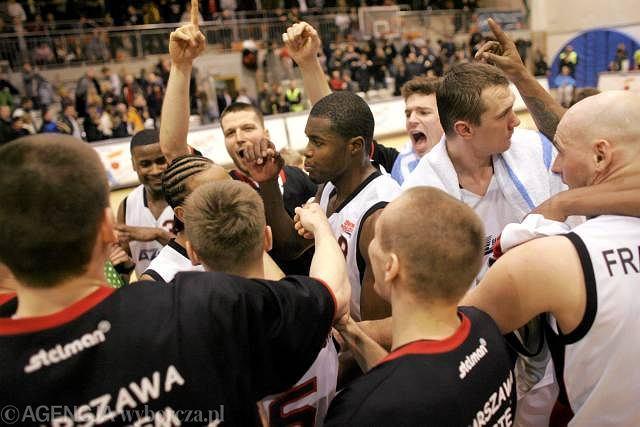 Radość koszykarzy Polonii