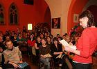 Konkurs słowa mówionego w krakowskim klubie Pod Jaszczurami. Na zdjęciu zwyciężczyni - Kamila
