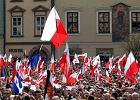 T�umy na uroczysto�ciach pogrzebowych prezydenckiej pary w Krakowie