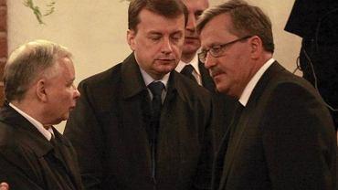Jarosław Kaczyński, rzecznik klubu Pis Mariusz Błaszczak i  Bronisław Komorowski
