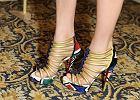 Kto paraduje w takich samych butach?