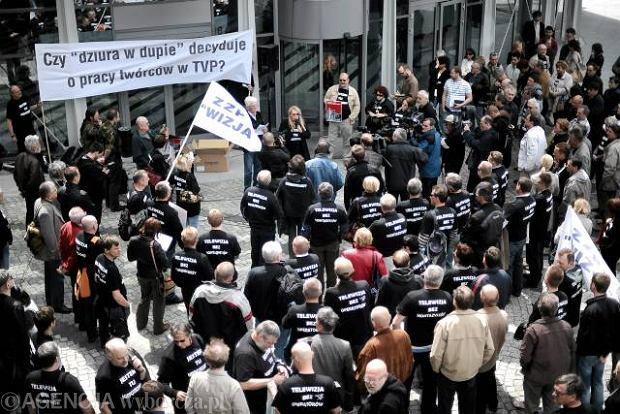 Manifestacja zwi�zku zawodowego Wizja przed siedzib� TVP w Warszawie