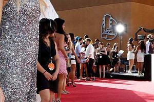 Gala MTV Movie Awards w Los Angeles jak co roku zgromadzi�a t�umy gwiazd, gwiazdeczek i ludzi aspiruj�cych. Jak zwykle podczas imprez MTV nie oby�o si� bez wyst�p�w muzycznych.