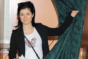 Kasia Cichopek postawiła w niedzielę na wygodę. Sportowe buty, okulary i biała bluzeczka. Kasia oddała swój głos w Warszawie.