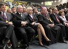 Bogdan Borusewicz (po lewej) wśród zebranych na zjeździe ''Solidarności''