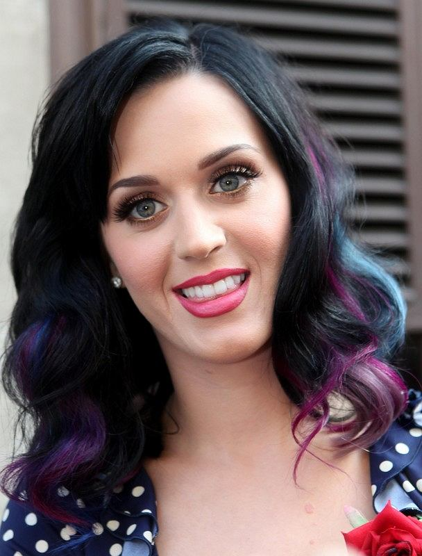 T�czowe pasemka Katie Perry - hit, czy kit?