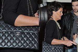 Jolanta Kwa�niewska to perfekcyjna pierwsza dama. I za to j� kochamy. Wydawa� by si� mog�o, �e pani Kwa�niewska jest rozrzutna bo kupi�a sobie torebk� Chanel za ok 13 tysi�cy z�otych. Ale nic bardziej mylnego.