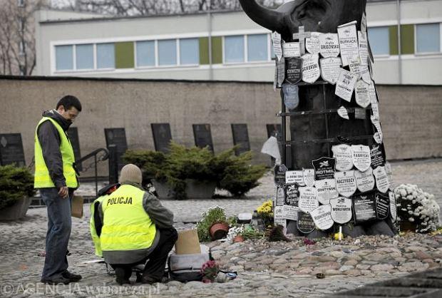 Zniszczył pomnik na Pawiaku, bo słyszał głosy