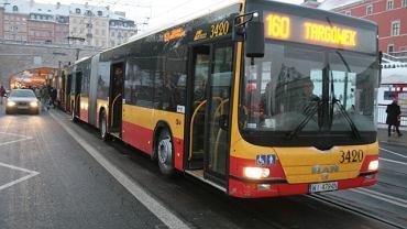 Autobus MAN na przystanku przy pl. Zamkowym w Warszawie