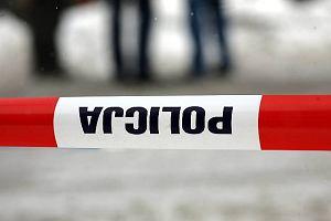 Trzy ofiary wypadku pod Inowroc�awiem. Samoch�d uderzy� w drzewo