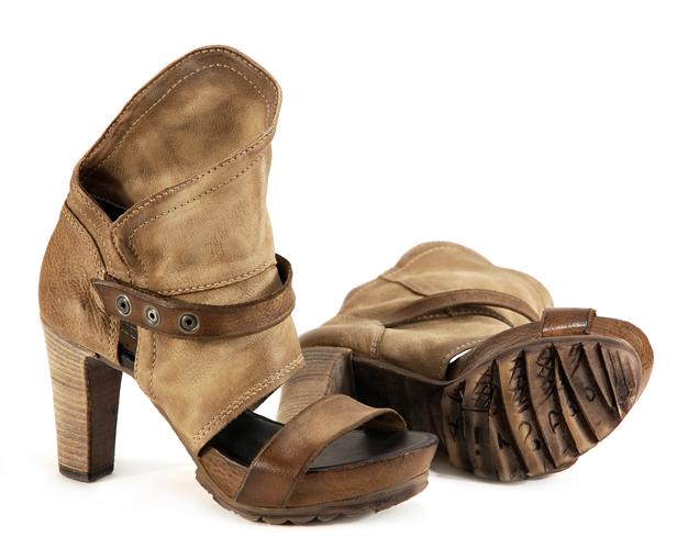 e2d19ca99d312 W ofercie znajdziecie odkryte czółenka, masywne sandały, botki bez palców i  wiosenne balerinki. Większość obuwia utrzymana jest w modnych beżach i  kamelu ...
