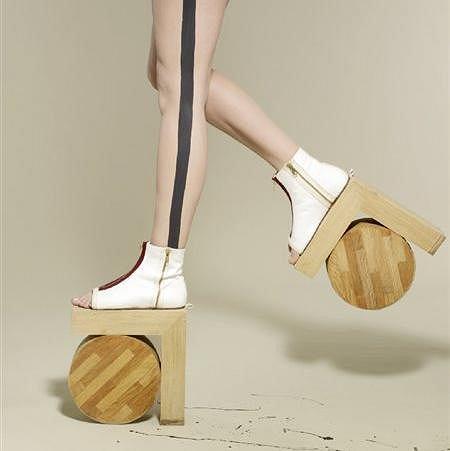 Architektoniczne buty Benoit Méléard