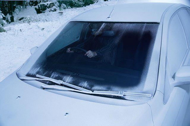 przednia (czołowa) szyba samochodu nie tylko wpływa na widoczność, ale też na bezpieczeństwo jazdy