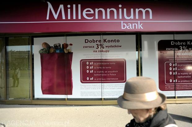 """14.03.2011 WARSZAWA , ODDZIAL BANKU MILLENIUM W BIUROWCY """" ZEBRA TOWER """" . FOT. FILIP KLIMASZEWSKI  / AGENCJA GAZETA"""
