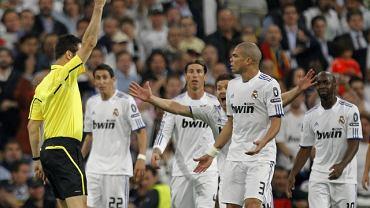 Czerwona kartka dla Pepe. Real - Barcelona w Lidze Mistrzów