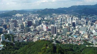 Narodowy Obszar Stołeczny Seulu. Stolicę Korei Południowej zamieszkuje ponad 20 milionów osób - jednak w jej skład wchodzą de facto trzy miasta - Seul, Incheon i Gyeonggi. Gęstość zaludnienia wynosi 4,048 osoby ma metr kwadratowy.