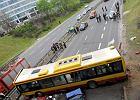 Po wypadku autobusu: 9 os�b nadal w szpitalu, 16-latek ma z�amany kr�gos�up