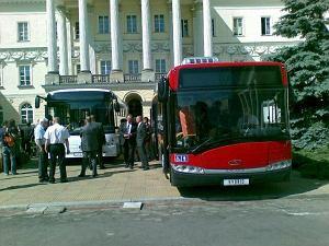 http://bi.gazeta.pl/im/0/9719/z9719020M,Takie-autobusy-beda-jezdzily-od-listopada-po-Warszawie.jpg