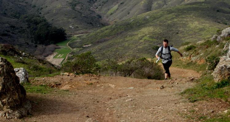 Krzysiek Dołęgowski podczas wycieczki biegowej w Marin Headlands w Kaliforni