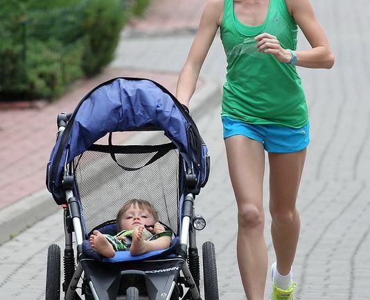 Mama-biegaczka,Dominika Stawczyk-Stelmach z synem Bartkiem.