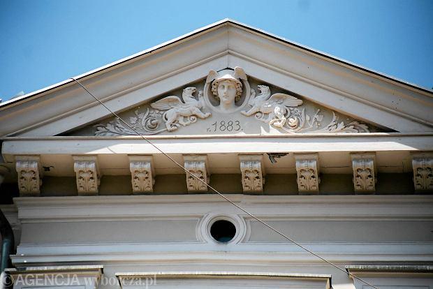 Zdjęcie numer 0 w galerii - Kamienica z głową antycznego Hermesa. Wypiękniała razem z bramą [ZDJĘCIA]