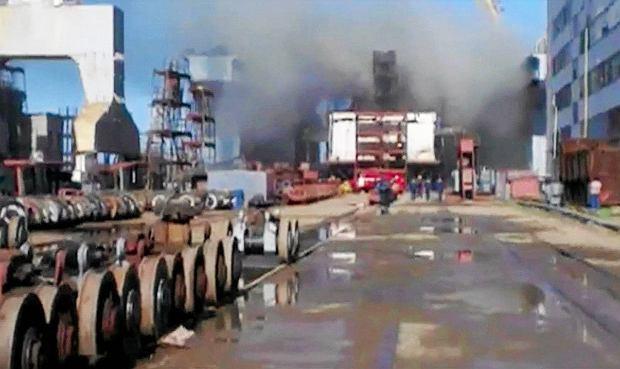 Rosjanie w ko�cu przyznaj�: 15 rannych we wczorajszym po�arze na okr�cie podwodnym Tomsk